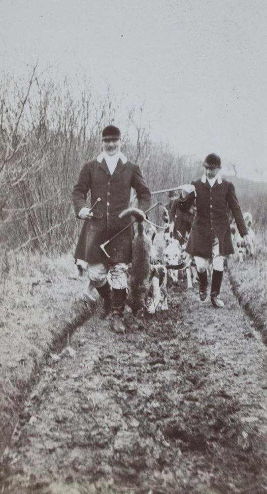 East Kent Hunt (Fox Hunting) [WITH 24 ORIGINAL SILVER GELATIN PHOTOGRAPHS]. n/a.