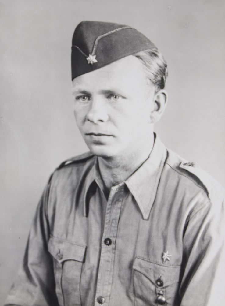 UNIQUE FULLY ANNOTATED PHOTO ALBUM WITH 718 SILVER GELATIN PRINTS AND 164 MEMORABILIA DOCUMENTING THE 6-MONTH VOLUNTARY SERVICE OF WILHELM HEYN, A GERMAN STAFF SERGEANT IN THE LEGION CONDOR DURING THE SPANISH CIVIL WAR (1936-1939). Wilhelm Heyn.