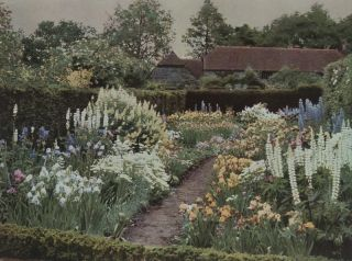 Gardens for Small Country Houses. Gertrude Jekyll, Lawrene Weaver